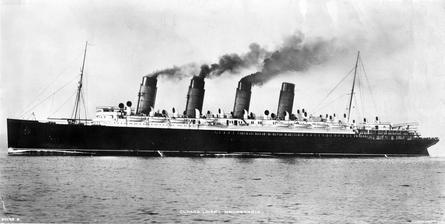 1913_Souvenir_photo_RMS_Mauretania